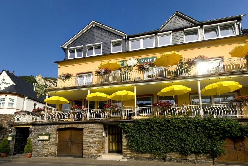 Hotel - Weinhaus Moselblick & Ferienweingut Kreuzgarten