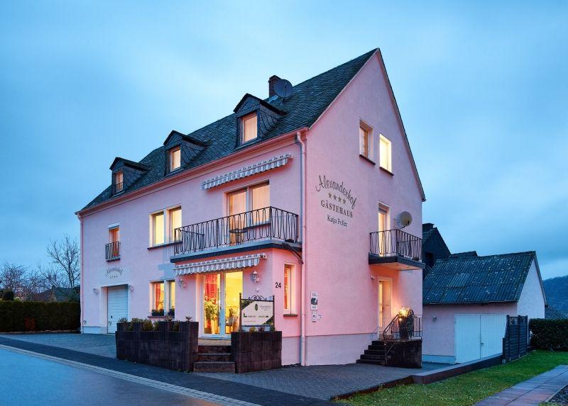 Weingut & Gästehaus Alexanderhof in Leiwen an der Mosel